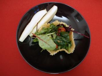 Mesclun-Salat in Parmigiano-Hippe - Rezept