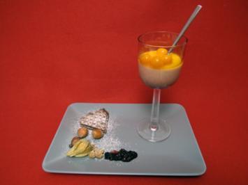 Haselnuss-Panna cotta mit Andenbeeren (Physalis) - Rezept