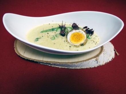 Spargelschaumsüppchen mit gebackenem Ei - Rezept