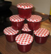 Erdbeermarmelade mit Holunderblütensirup - Rezept