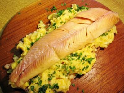 Forellenfilet auf lauwarmem Eierbett - Rezept