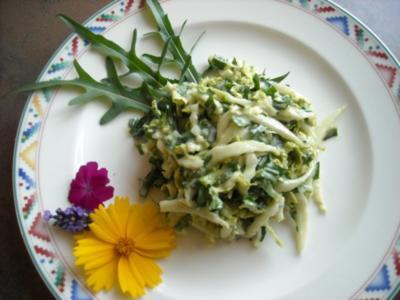 Chinakohl-Rucola-Salat mit Joghurt-Dressing - Rezept