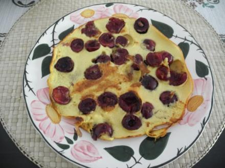 Süße Mahlzeit : Eierpfannkuchen mit Kirschen - Rezept