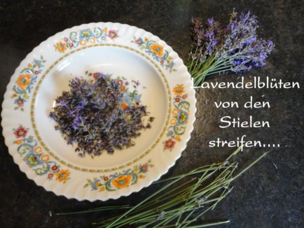 Lavendel Eis mit flambierten Lavendel Marillen - Rezept - Bild Nr. 3