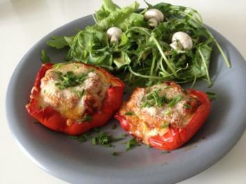 Lasagne-Paprika mit Gartensalat und Cesar Dressing - Rezept