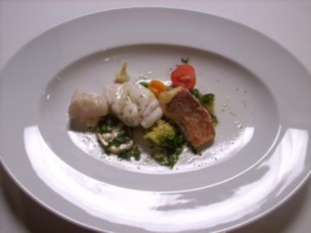 Lauwarmer Gemüsesalat mit gedünstetem Fisch - Rezept