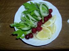 Spritzig leichter Gurken Sommersalat - Rezept