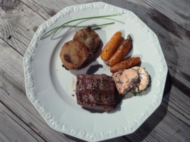 Wildsteak mit Preiselbeerbutter, Potthucke und Zuckermöhren - Rezept