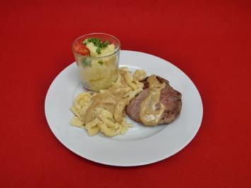 Rindermedaillons mit Spätzle und Kartoffelsalat - Rezept
