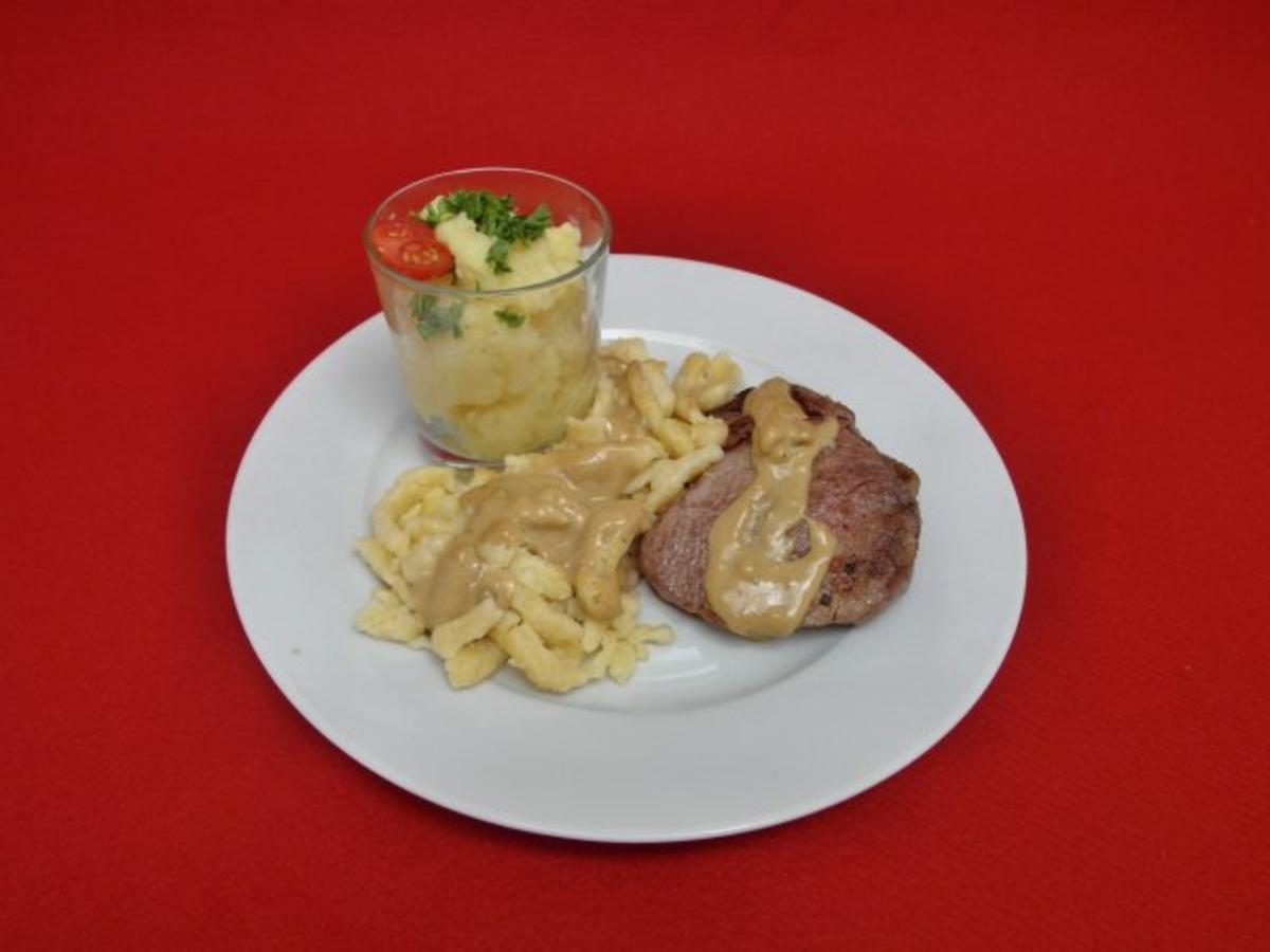 Bilder für Rindermedaillons mit Spätzle und Kartoffelsalat - Rezept