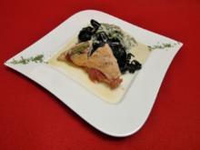 Saltimbocca vom Hähnchenfilet auf einem Spinat-Crème-Nudelbett - Rezept