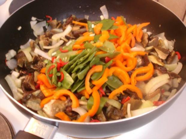 Chinesische Mie-Nudeln mit Pilz-Gemüsemischung - Rezept - Bild Nr. 7