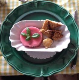 Tomatenmoussè mit Pecorinocroutons mit einer Jacobsmuschel - Rezept