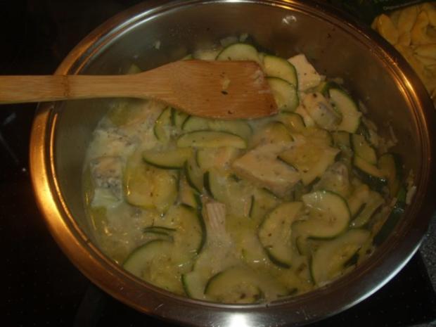 Tortellini in Gorgonzola-Zucchinisoße - Rezept - Bild Nr. 3