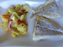 Ein sommerlicher Kartoffelsalat mit gewoktem Fisch - Rezept