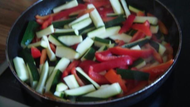 Gemüse mit Erdnuss Soße und knackigen Nüssen - Rezept - Bild Nr. 4