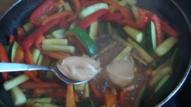 Gemüse mit Erdnuss Soße und knackigen Nüssen - Rezept - Bild Nr. 5