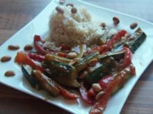 Gemüse mit Erdnuss Soße und knackigen Nüssen - Rezept