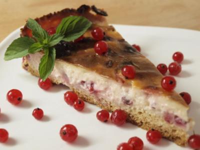Kuchen: Schmandkuchen mit Johannisbeeren - Rezept