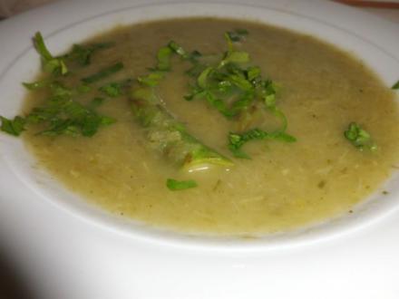 Suppe: Stangenselleriesuppe mit grünen Spargel und Sauerampfer - Rezept