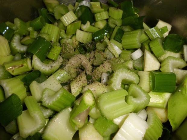 Suppe: Stangenselleriesuppe mit grünen Spargel und Sauerampfer - Rezept - Bild Nr. 3