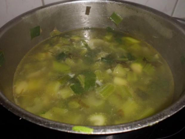 Suppe: Stangenselleriesuppe mit grünen Spargel und Sauerampfer - Rezept - Bild Nr. 4