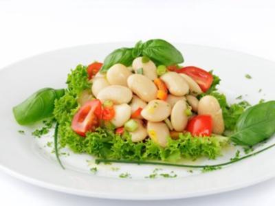 Bohnensalat mit Erbsenschoten und Tomaten - Rezept