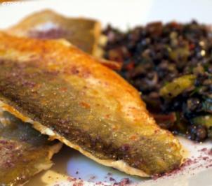 Bachsaibling an fruchtigem Linsensalat - Rezept
