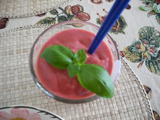 Dessert : Geeiste Erdbeer - Himbeermilch - Rezept - Bild Nr. 3