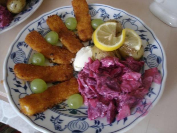 Fischstäbchen mit Rosmarinkartoffeln und Rote-Bete-Salat - Rezept
