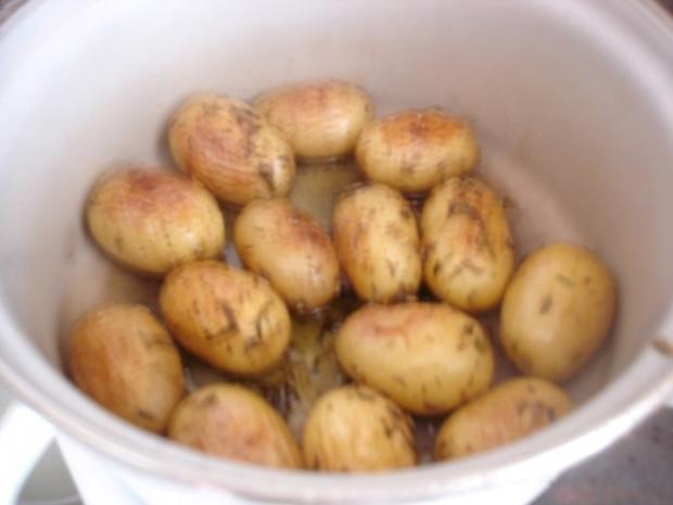 Fischstäbchen mit Rosmarinkartoffeln und Rote-Bete-Salat - Rezept - Bild Nr. 9