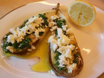 Gebackene Aubergine mit Petersilien-Knoblauch-Öl und Schafskäse - Rezept
