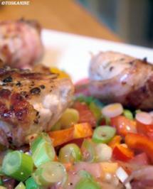 Hähnchenbrust in Pancetta auf sommerlichem Salat - Rezept