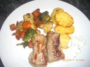 feine Kalbsteaks mit Gemüse und Bratkartoffeln - Rezept