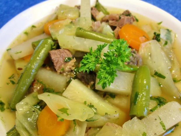 Rindfleischsuppe mit Gemüse ... - Rezept
