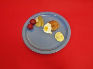 Krosse Knipptaler mit pikantem Kartoffel-Senf-Stampf, Sauergemüse und Wachtelspiegeleier - Rezept