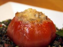 Gefüllte Coeur de Boeuf auf Beluga-Linsen-Salat - Rezept