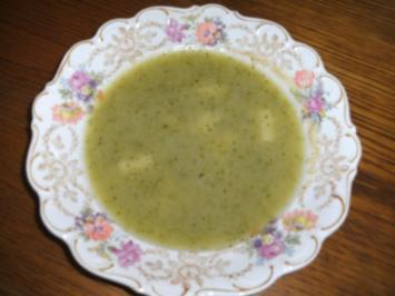 Suppe: Zucchinisuppe mit Spargelbrühe - Rezept