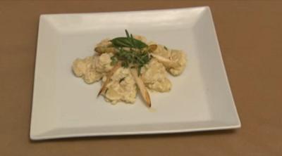 Gnocchi mit Ziegenkäse-Ricotta-Crème, Kräutern und Spargelspitzen (Carlo Degen) - Rezept - Bild Nr. 2