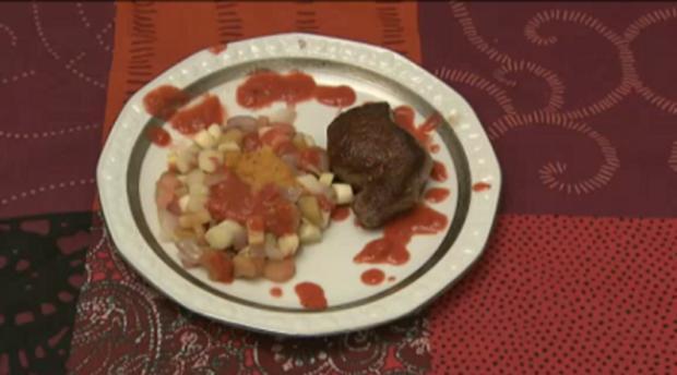 Rinderfilet mit Rhabarber-Spargel an Selleriepüree und Erdbeersauce (Jenny Bach) - Rezept