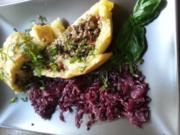 Kartoffeln-Pilzroulade mit Rotkohl - Rezept