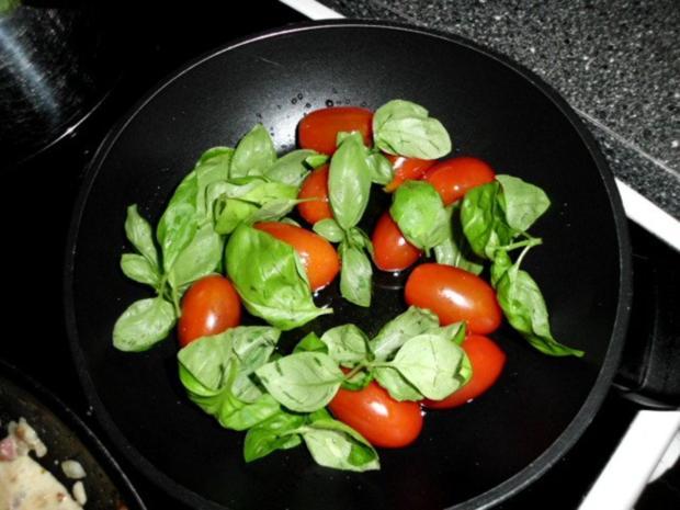 Pasta in einer Schinken-Pilz-Sahne Sauce, dazu Schafskäse, Tomaten mit Basilkum - Rezept - Bild Nr. 9