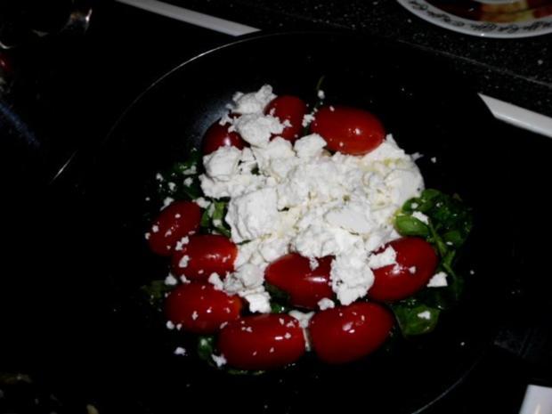 Pasta in einer Schinken-Pilz-Sahne Sauce, dazu Schafskäse, Tomaten mit Basilkum - Rezept - Bild Nr. 10