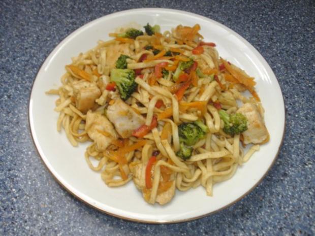 Chinesische Nudeln mit Hähnchen + Gemüse - Rezept