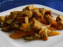 Curry-Mango-Tofu auf Zucchini-Mango-Gemüse - Rezept