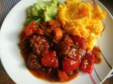 Tomaten-Hackpfanne mit  Kartoffel-Zwiebel -Möhrenstampf - Rezept