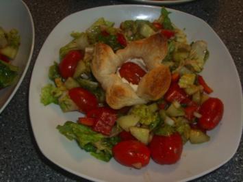 Blätterteigkörbchen mit Ziegenkäse und Tomate - Rezept