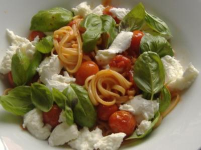 Linguine alla caprese mit Büffelmozzarella - Rezept