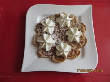 Rezept: Kuchen: Walnuss-Cremefraiche-Waffeln