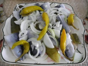 Fisch : Bismarckhering, Tomatensalat, Pellkartoffeln und Quarkdip mit Leinöl - Rezept
